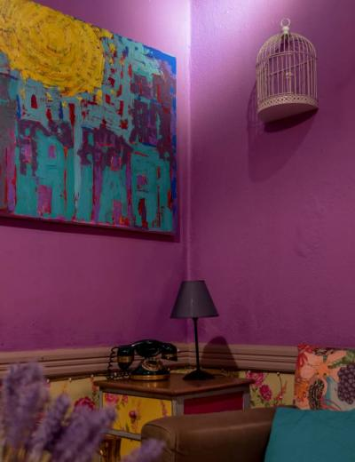 Corner-purple-room